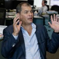 Rafael Correa denuncia que Moreno está desesperado y revela una cuenta bancaria