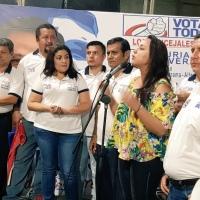 Candidato @LeoOrlandoA junto a @GabrielaEsPais realizan campaña en Chone y Pedernales