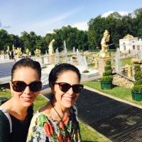 Joyas, viajes y vajillas de la esposa del Presidente Moreno circulan en redes