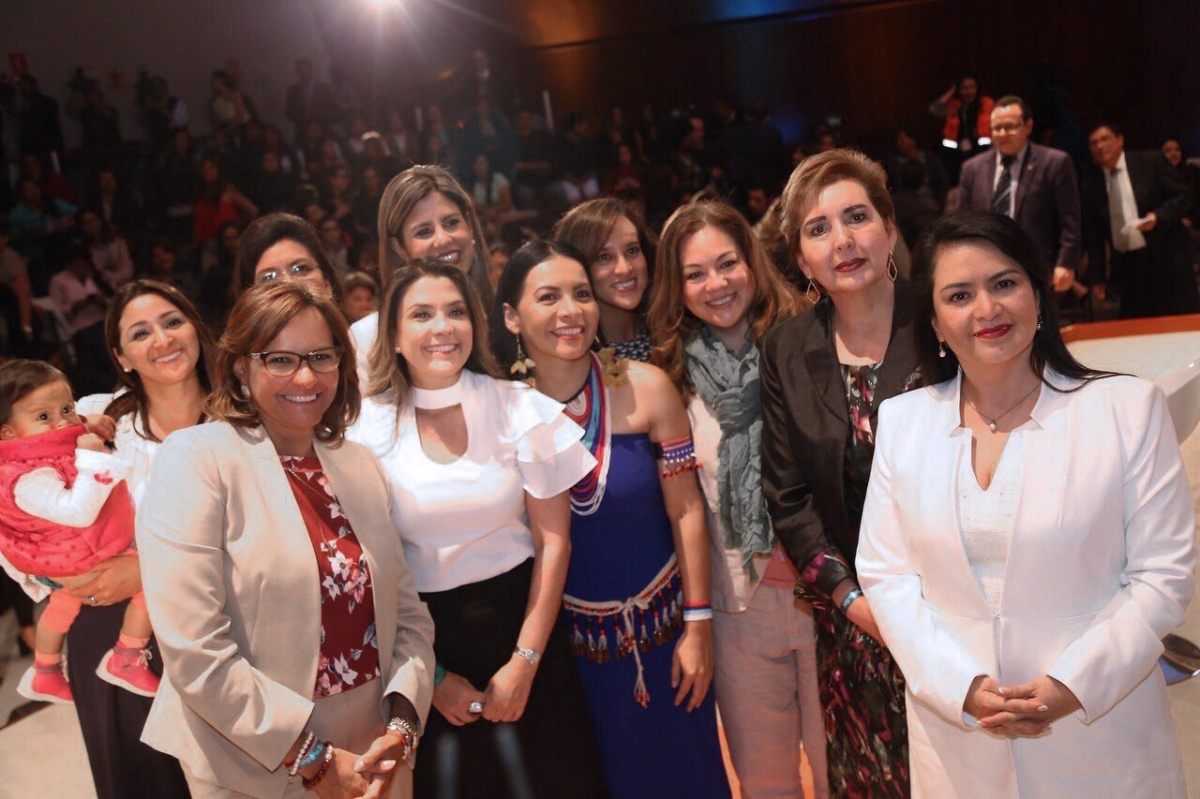 Políticas y clasistas de la ultraderecha se reunieron en evento de mujeres