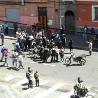 Desata polémica video de agresión policial a mujer en manifestación contra Gobierno Nacional