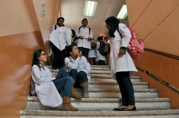 Estudiantes de Medicina denuncian explotación del Gobierno – Prensa Digital  República del Banano