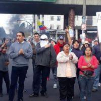"""A gritos de """"Fuera Lenín Fuera"""" se cierran vías en el Ecuador"""