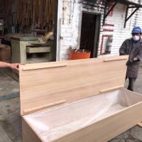 350 ataúdes de madera (no de cartón, como hizo el Municipio) serán enviados a Guayaquil