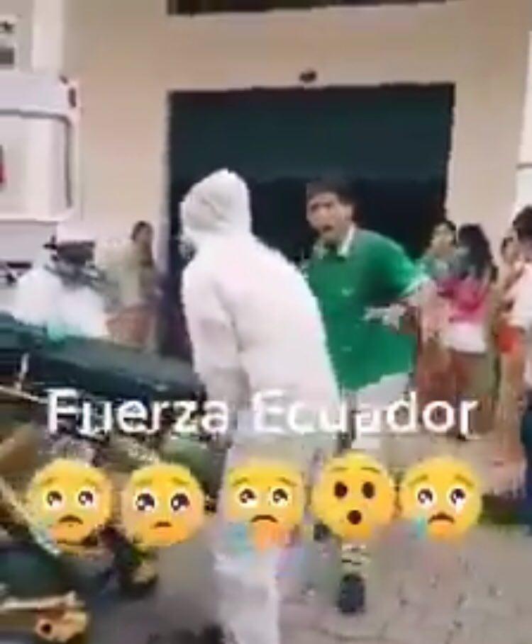 Guayaquileño llora por su mama que no le ponen oxigeno por covid19
