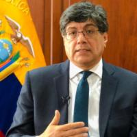 """Excanciller José Valencia denunciado por ascensos de embajadores """"a dedo"""""""
